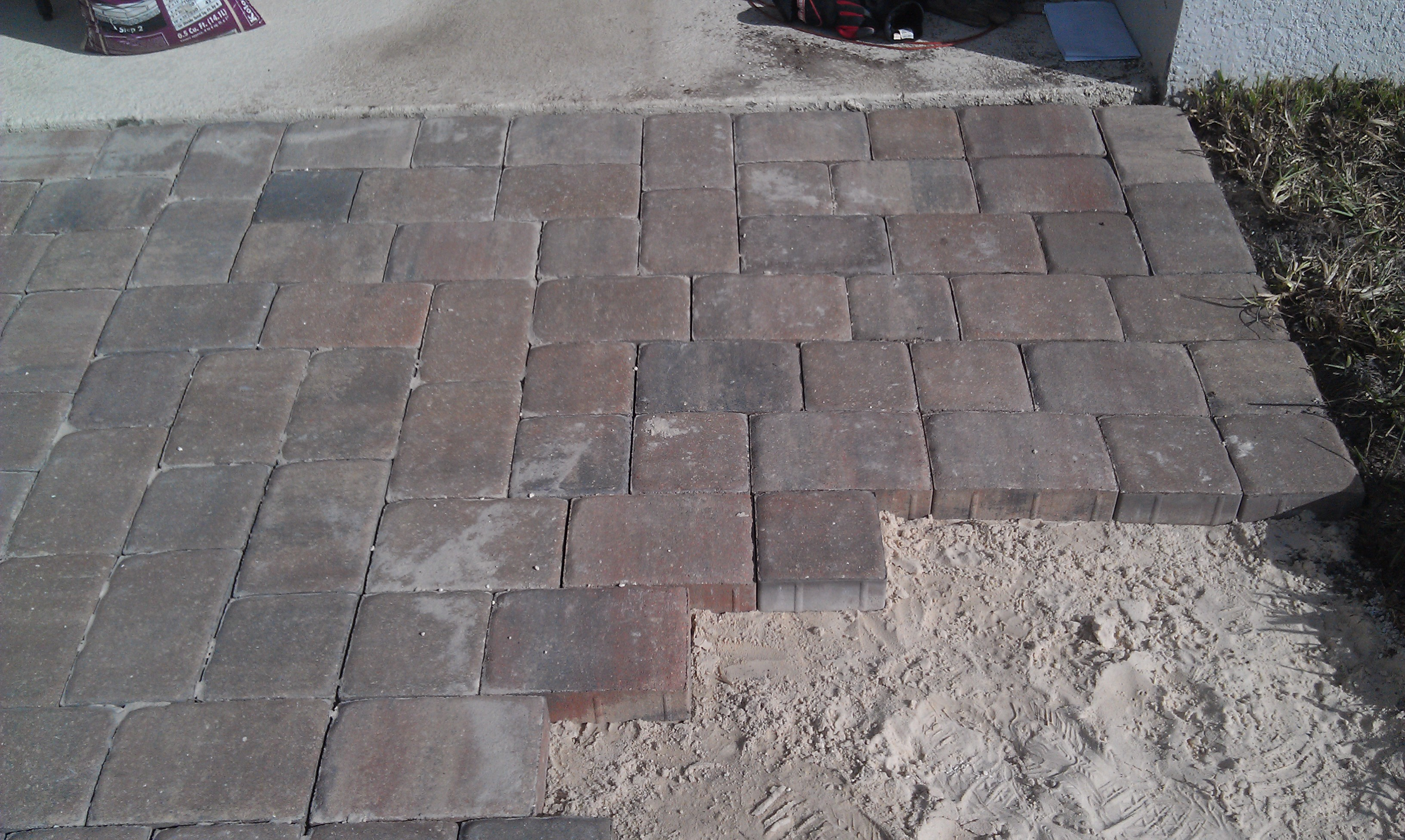 How to build a pavers patio | Creative Unravelings on Backyard Brick Pavers id=33972